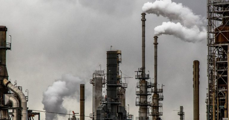 Scientists: The Government Should Invest in Carbon Capture Now