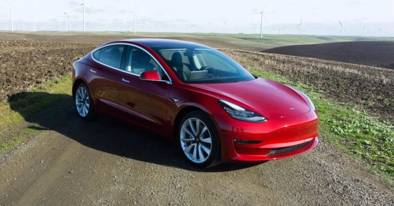 Tesla Model 3: Let's play a game – Video