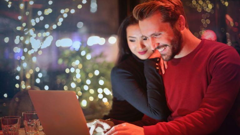 Holiday e-commerce driven by real-time analytics