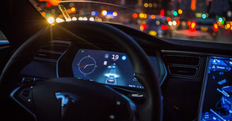 """It Took Seven Minutes to Pull Over a Drunk and """"Unresponsive"""" Tesla Driver"""