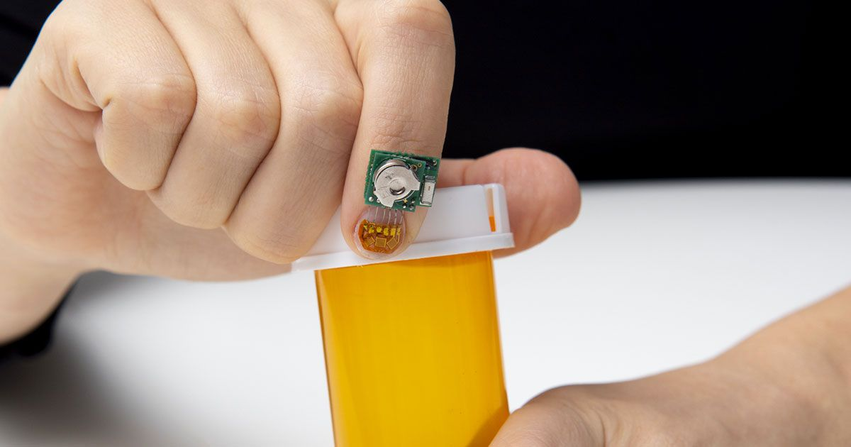 fingernail sensor monitors health