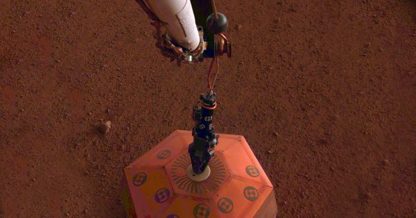 "NASA's Mars Lander Places Instrument to Listen for ""Marsquakes"""