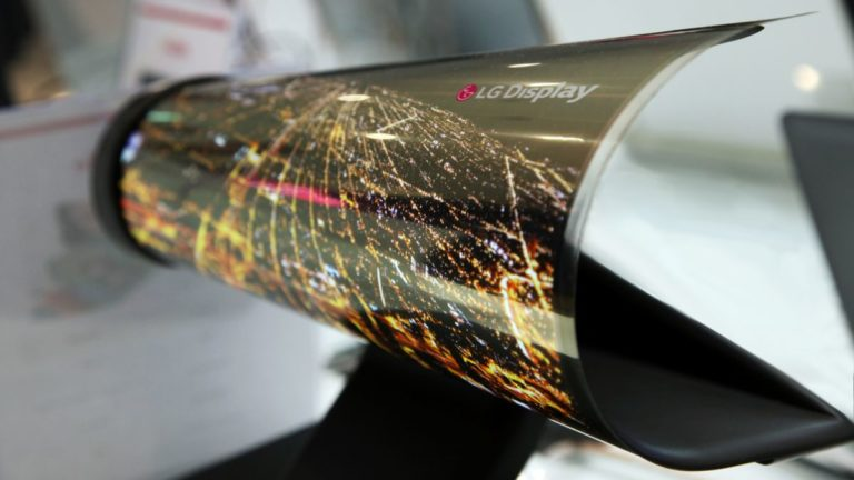 LG hints strongly at flexible phone plans, but says time isn't right
