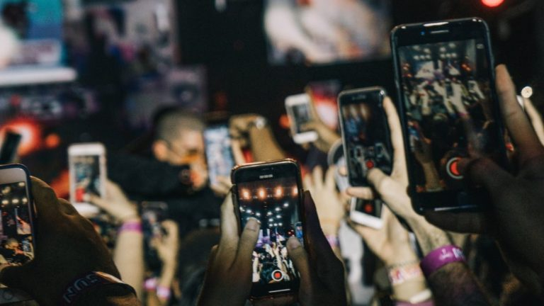 India saw 142.3 million smartphone shipments in 2018: IDC